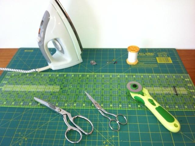 Material para patchwork cúter rotativo, regla y base de corte