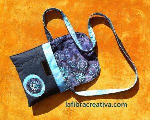 Bolso tejano en patchwork con aplicaciones de batik