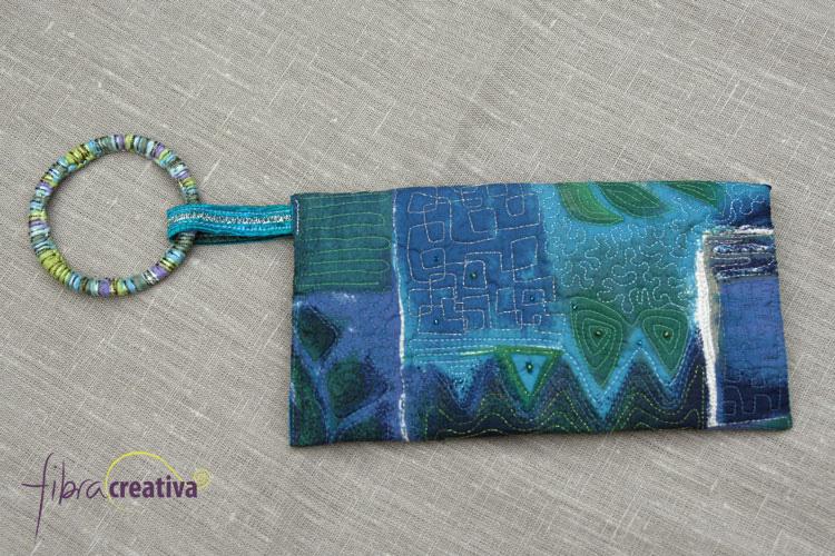 bolso clutch de patwchork acolchado con abalorios
