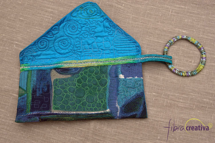 Bolso clutch de seda acolchado