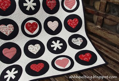 mini quilt décoratif de Saint Valentin patchwork contemporain