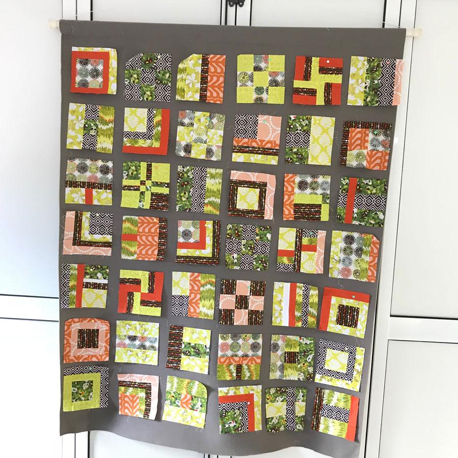blocs de patchwork sampler sur mur de design